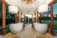 Bush Lodge-Luxury Villa Bathroom-web
