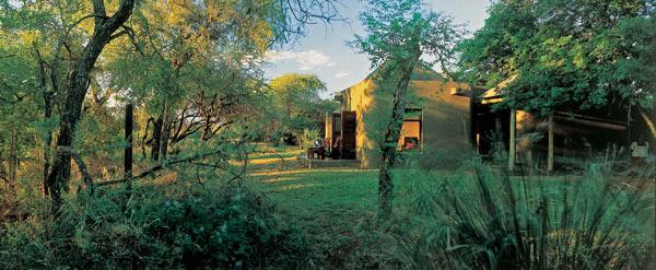 bush-lodge-exterior