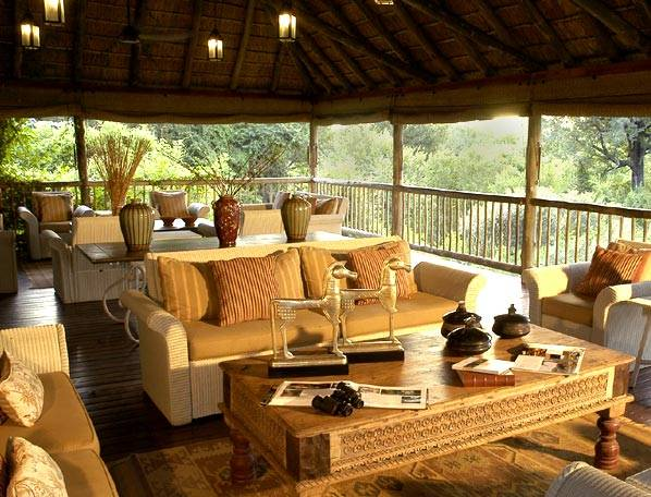 Earth Lodge Boma